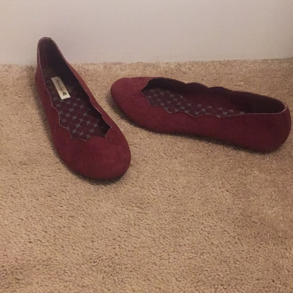 d5c75a8ea77 American Eagle By Payless Shoes - Women s American Eagle Scalloped Flats  Size 7